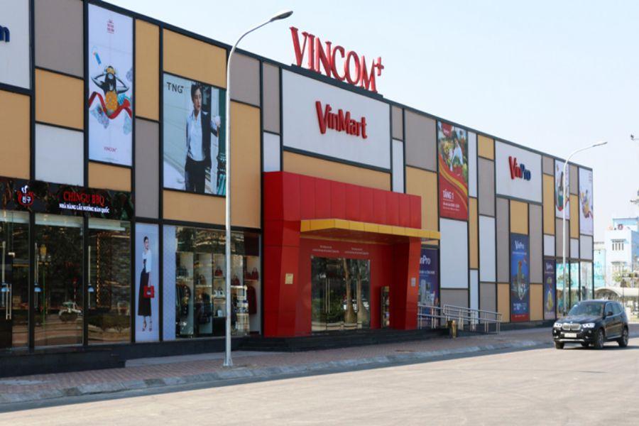 thi cong bien chu noi Vincom (4)