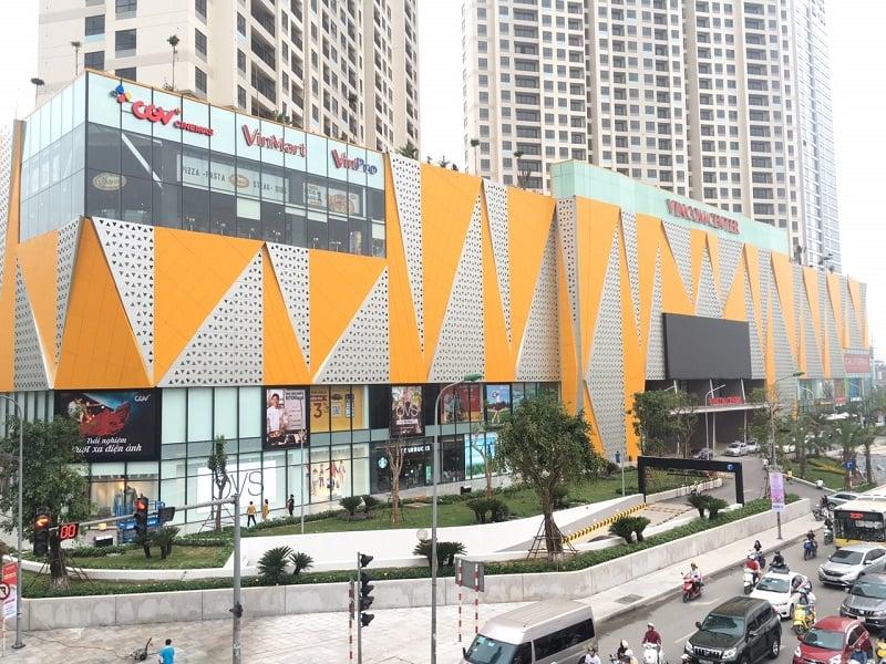 Thi công bộ chữ lớn trên nóc tòa nhà Vincom Center Trần Duy Hưng